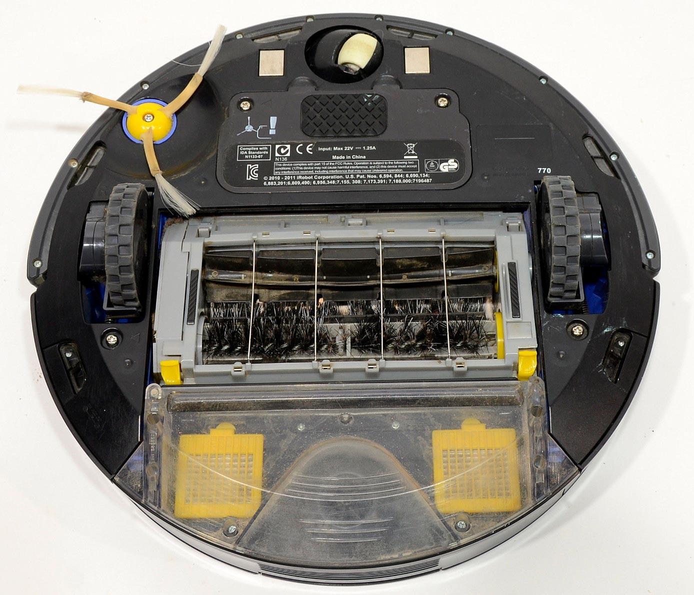 iRobot Roomba 770 Robotic Vacuum Cleaner bottom