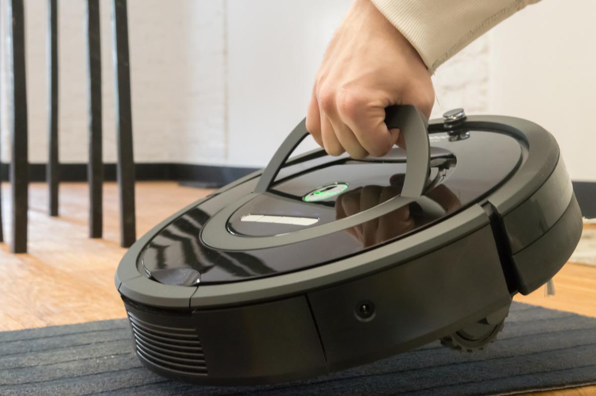 iRobot Roomba 770 Robotic Vacuum Cleaner handle