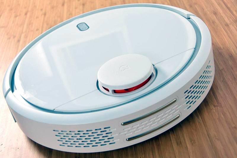 Robotic vacuum cleaner with LIDAR